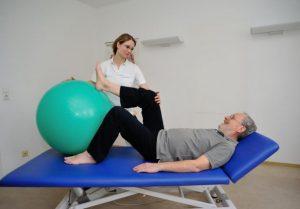 Physiotherapeutische Maßnahmen im Rahmen der Rehabilitation nach Hüft OP